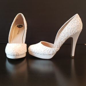 White Embroidered Call It Spring Heels Size 6.5